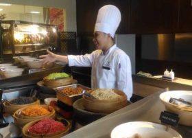 Video: Lihat aksi koki spesial MYKO mengolah lamian di Hana Restaurant