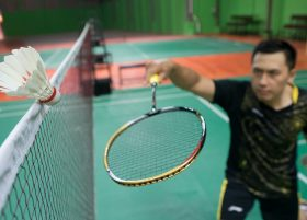 Ini satu-satunya hotel di Makassar yang dilengkapi lapangan Indoor Badminton